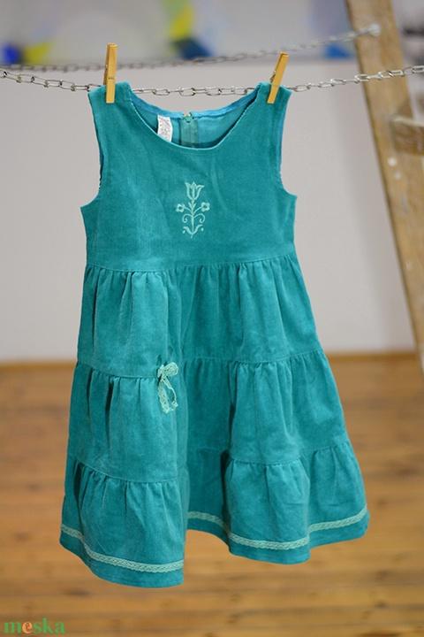 Kord ruha 110-152-es, világos türkiz kék, hímzéssel, pamut csipkével (gyetomi) - Meska.hu