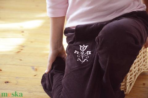 PASSZÉS derekú, kényelmes kord nadrág, 110-164-es,padlizsán lila, lány, rózsaszín virág hímzéssel  (gyetomi) - Meska.hu