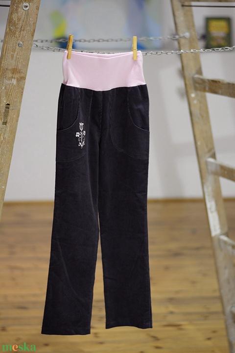 PASSZÉS derekú, kényelmes kord nadrág, 110-164-es, kékes-szürke, lány, rózsaszín virág hímzéssel  (gyetomi) - Meska.hu