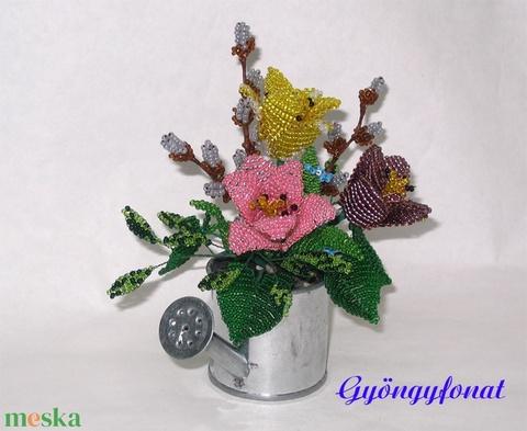 Tulipán barkával gyöngyből  öntözőkannában, asztaldísz (gyongyfonat) - Meska.hu