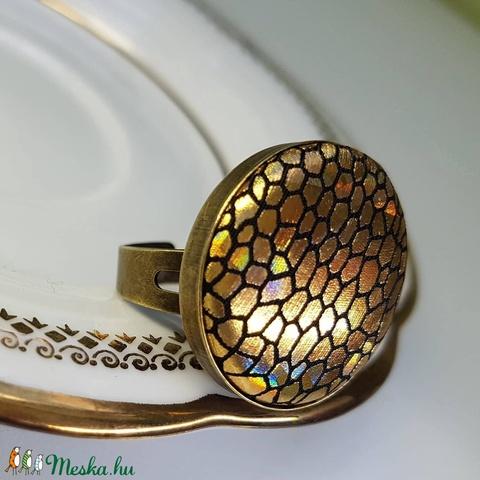Arany színjátszó apró sejtmintás gyűrű (Hamupupocska) - Meska.hu