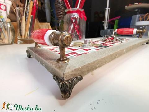 Animus mozaik tálca, kerámia fogantyúkkal, fém lábakkal - piros színekkel (Hamupupocska) - Meska.hu