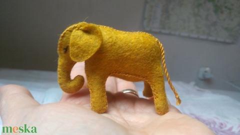 Elefántbébi gyapjúfilcből, ajándék gyerekeknek, ajándék fiúknak, dekoráció, lakásdísz, ajándék lányoknak (harmonia) - Meska.hu