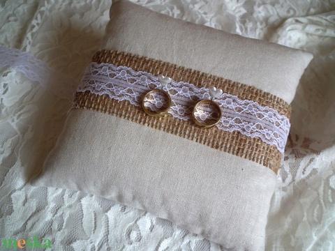 Szerelmes vintage gyűrűpárna csipkével - Meska.hu