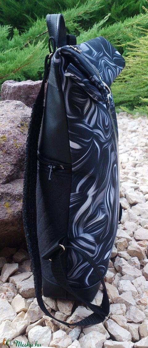 Fekete - ezüstös szürke hátitáska- valódi bőrrel - vízálló -  laptoptáska (hetenyieva) - Meska.hu