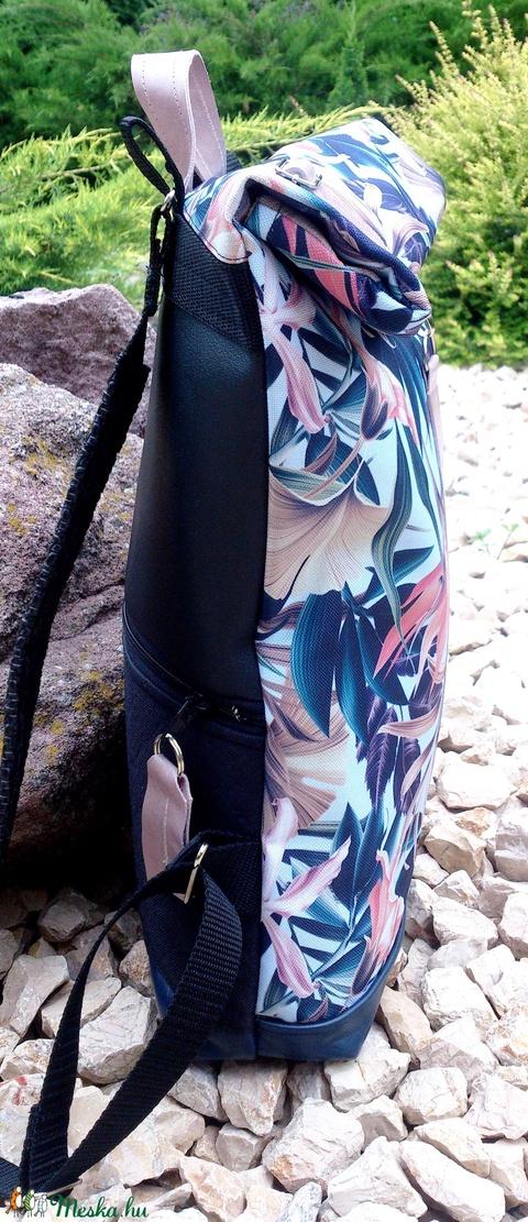 Kék-rose mintás hátitáska, vízálló - valódi bőrrel - laptoptáska - nagyobb méretben (hetenyieva) - Meska.hu