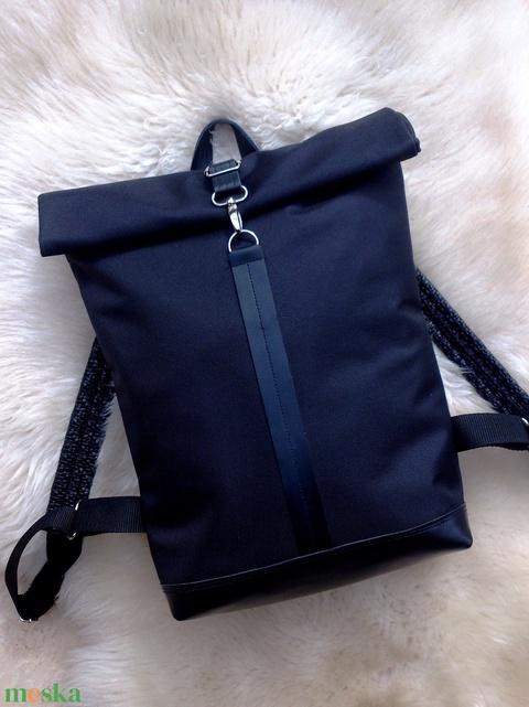 Fekete vízálló hátitáska- fekete valódi bőrrel - laptoptáska - nagyobb méret - Meska.hu