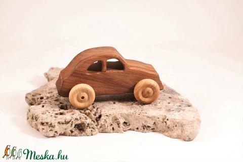 Játék fa autó, fakocsi, bogárhátú - Meska.hu