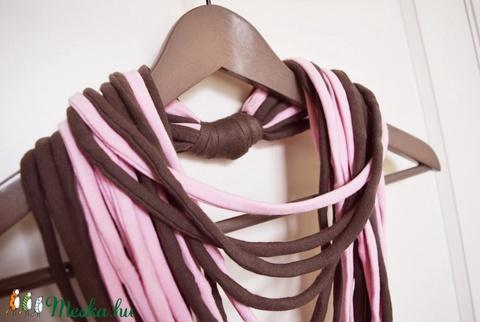 Nyaklánc pólóanyagból rózsaszín szürkésbarna - Meska.hu