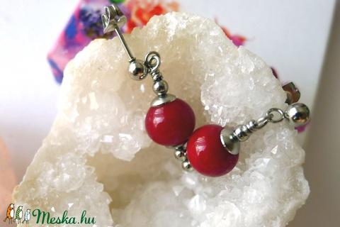 Bkrdós piros színű, beszúrós üveggyöngy fülbevaló   (jannaja) - Meska.hu