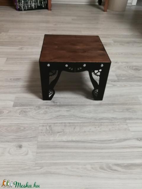 Steampunk designer mini asztal (JenovariButor) - Meska.hu