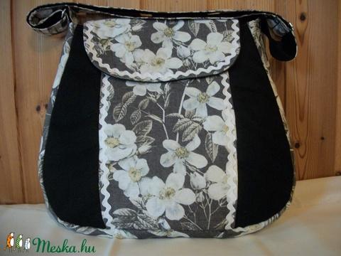 Fehér virágos- válltáska (Jucko) - Meska.hu