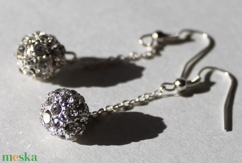 Ezüst színű csillogó gömb fülbevaló 5,5 cm-es - Meska.hu
