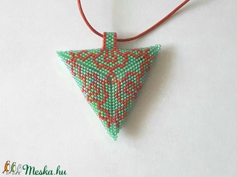 Piros-zöld háromszög nyaklánc - Meska.hu