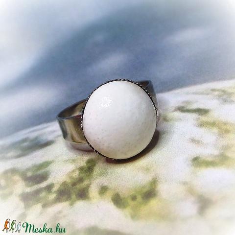 Selyemfényű, törtfehér, csipkés kerámia gyűrű (keramika) - Meska.hu