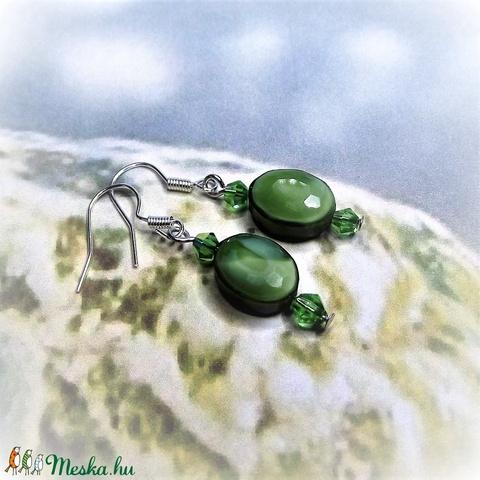 Zöld csiszolt üveggyöngy fülbevaló - Ajándék nőknek névnapra, születésnapra, Nőnapra, Anyák napjára, bármely alkalomra - Meska.hu