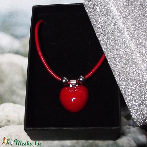 Csábító piros - nyaklánc szív alakú medállal elegáns díszdobozban - Meska.hu
