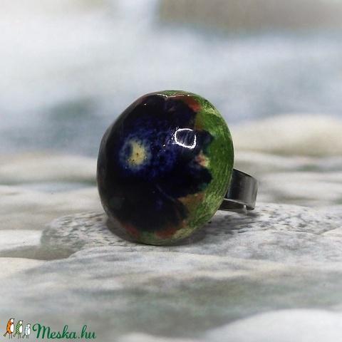 Zöld mező kék virága kerámia gyűrű - Meska.hu
