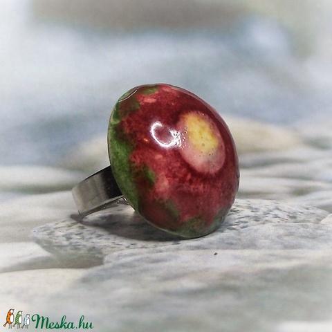 Zöld mező bordó virága kerámia gyűrű - Meska.hu