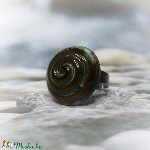 Zöldes-barnás spirál mintás kerámia gyűrű - Meska.hu