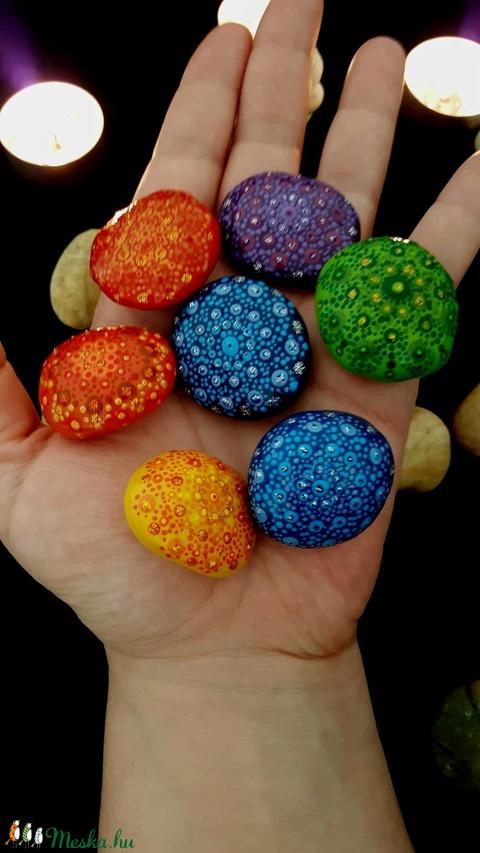 7 csakra színek kézzel festett mandala kavics készlet 7 darabos - Meska.hu