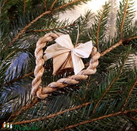 Karácsonyi díszek, fonott gyékényszív csuhé masnival (4 db / csomag)- természetes dekoráció  (kezmuvesporta) - Meska.hu