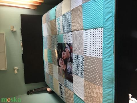 Fényképes crazy patchwork takaró kék, szürke, fehér, falvédő (kincsesmomka) - Meska.hu