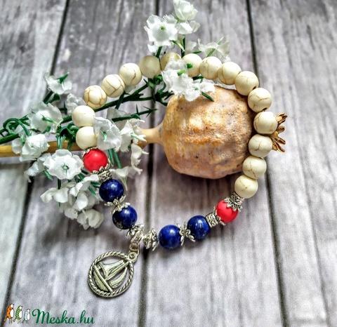 Ásvány karkötő lapis lazulival, korallal ésfehér türkizzel - Meska.hu
