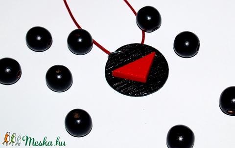 Vörös és fekete  kerámia ékszer Akció! 2 db áráért 3 db  - Meska.hu