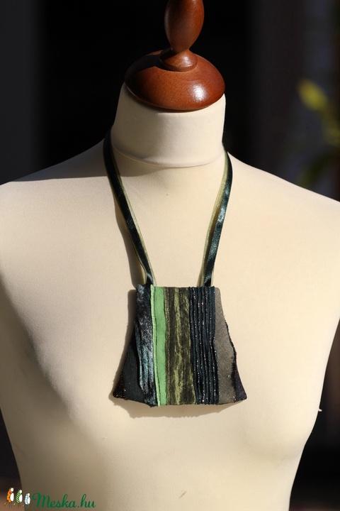 Textil nyaklánc - zöld-sárga trapéz                                       - Meska.hu