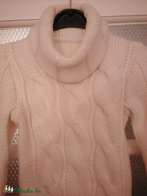 Kézzel kötött pulóver vanilia (KreaCsilla) - Meska.hu eb82f4efeb