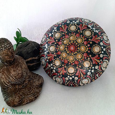 Vörös-arany mandala kő (Kreativjelen) - Meska.hu