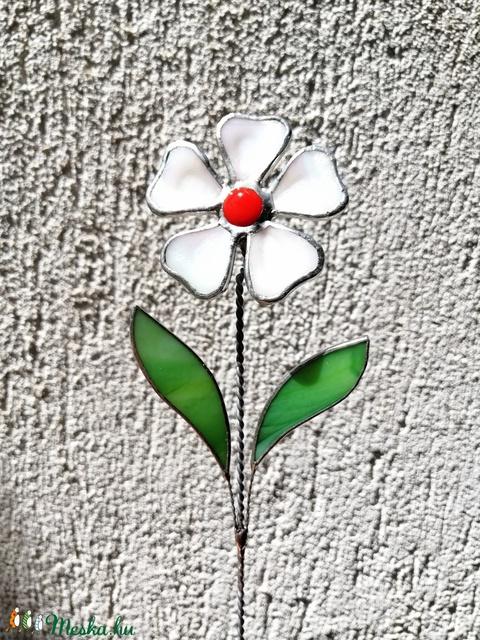 Tiffany fehér margaréta olvasztott szirmokkal (krisztin75) - Meska.hu