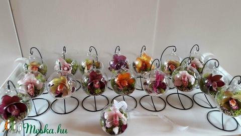 Orchidea agyagvirág, üveg gömbben, állványon (Lakasekszer) - Meska.hu