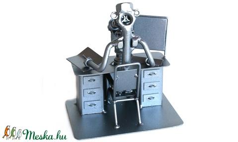 Biológus mikrószkóppal (laszlokatai) - Meska.hu