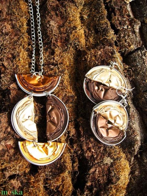 Nespresso kávékapszula újrahasznosított ékszerszett bézs, barna, arany és bronz színekkel - Meska.hu