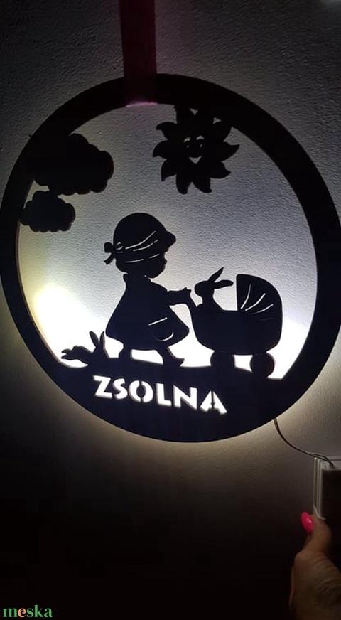 Különleges Baba névtábla ledes világítással, Ajándék újszülött köszöntőre, babalátogatóba, Babaváró ajándék (lezerdekor) - Meska.hu