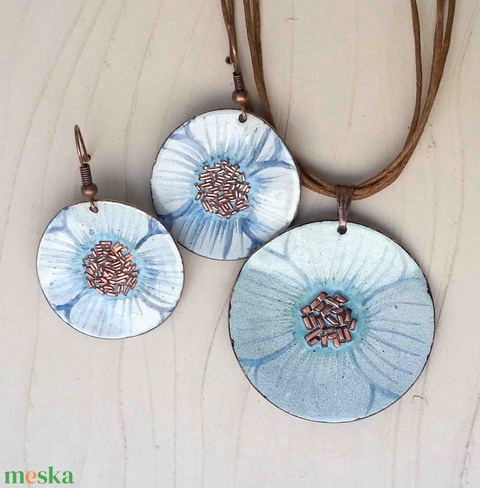 Fehér - kék anemona pipacs virág tűzzománc szett : tűzzománc nyaklánc és fülbevaló (lineornament) - Meska.hu