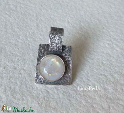 Holdkő ezüst medál (lunaperla) - Meska.hu