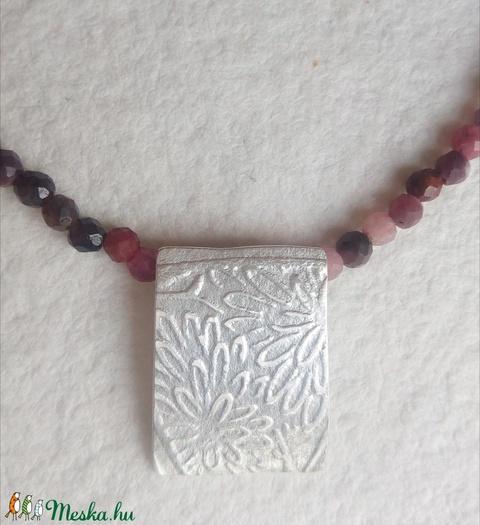 Nyaklánc ezüst medállal és rubin gyöngyökkel (lunaperla) - Meska.hu