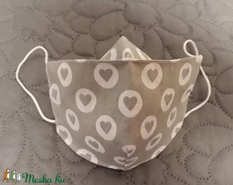 Szemüveges arcmaszk :) Szivecskés, többször használatos - két réteg tiszta pamut anyagból készült  (Macka) - Meska.hu