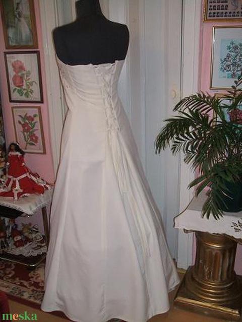 Menyasszonyi ruha, himzett, A vonalú, füzős - Meska.hu