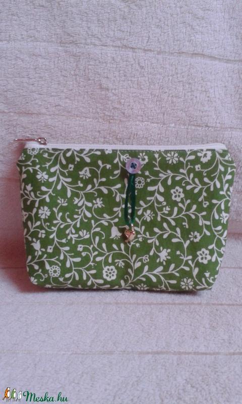 Zöld sminktartó neszesszer (kozmetikai táska) (magnoliakezmu) - Meska.hu