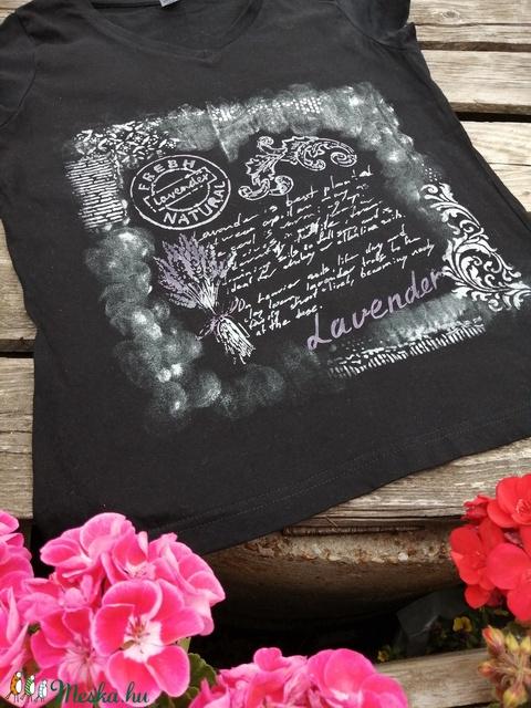 Levendula mintás, rövid ujjú egyedi póló,kézzel festett, L-XL - Meska.hu