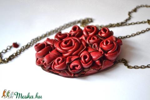 Roses Garden-hosszú nyaklánc valódi bőrrel - Meska.hu