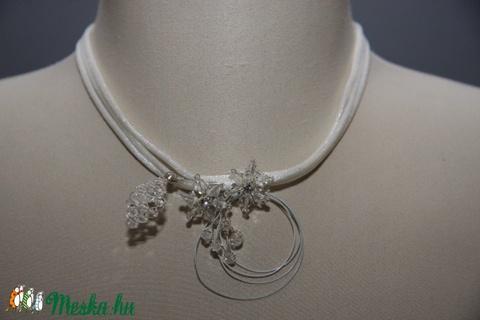 Menyasszonyi nyaklánc,ékszer,selyem zsinórral,Swarovski virágokkal - Meska.hu