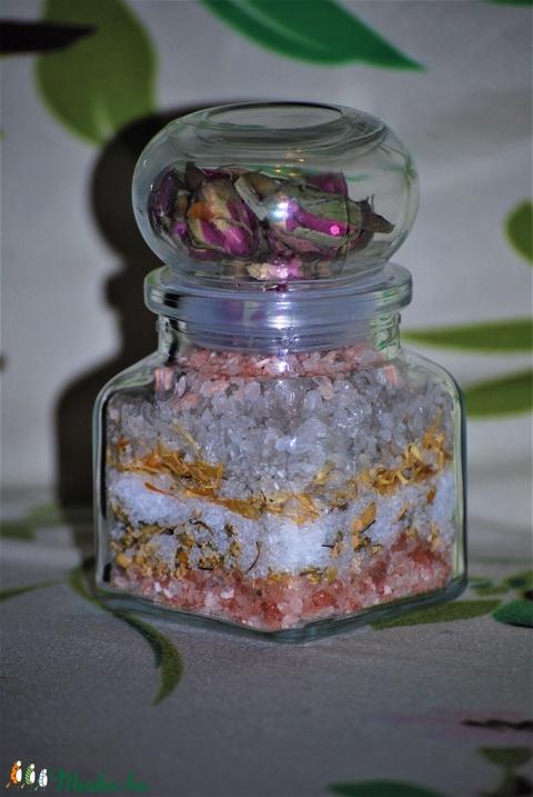Dekoratív természetes rózsa kamilla körömvirág fürdő só pihentető fürdéshez ajándék szülinap névnapra minden bőrtípushoz (medalin) - Meska.hu