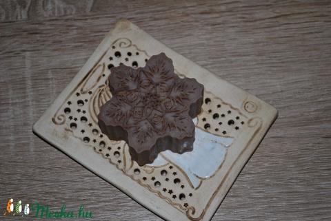Vegán sáfrányos szeklice olajos szappan levendula főzettel érett száraz normál zsíros vegyes bőrre szülinapra névnapra (medalin) - Meska.hu