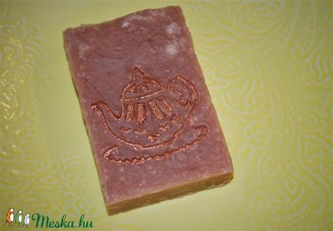 Kukorica olajos szappan csipkebogyó főzettel, magnólia hibiszkusz illattal ajándék szülinapra névnapra (medalin) - Meska.hu
