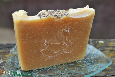 Sárgabarackmag olajos természetes szappan joghurtosan mangó vajjal hattyú mintával ajándék szülinapra névnapra (medalin) - Meska.hu
